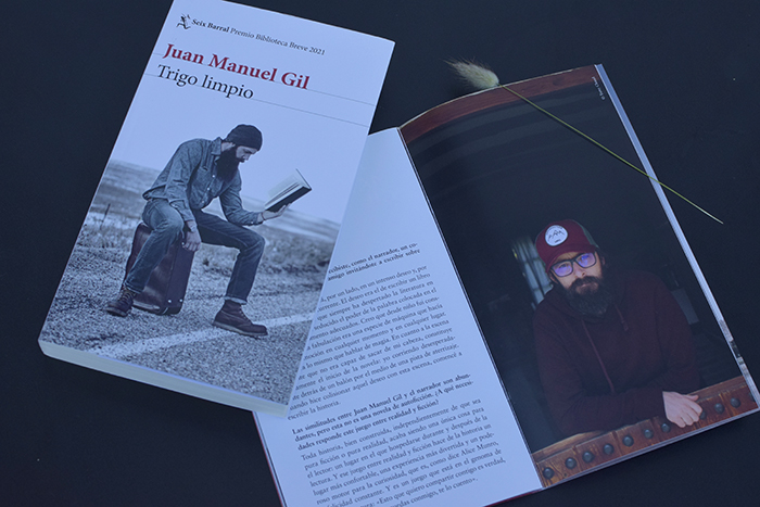«Trigo limpio», la novela con la que Juan Manuel Gil ganó el Biblioteca Breve 2021
