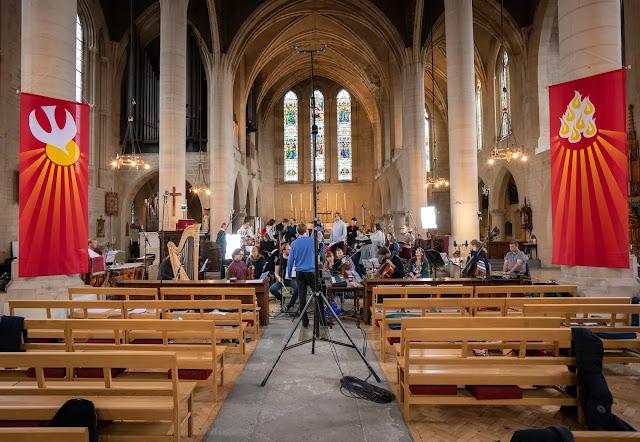 Joseph Fort, The Choir of King's College, London & The Strand Ensemble recording Holst's The Cloud Messenger (Photo Delphian Records)