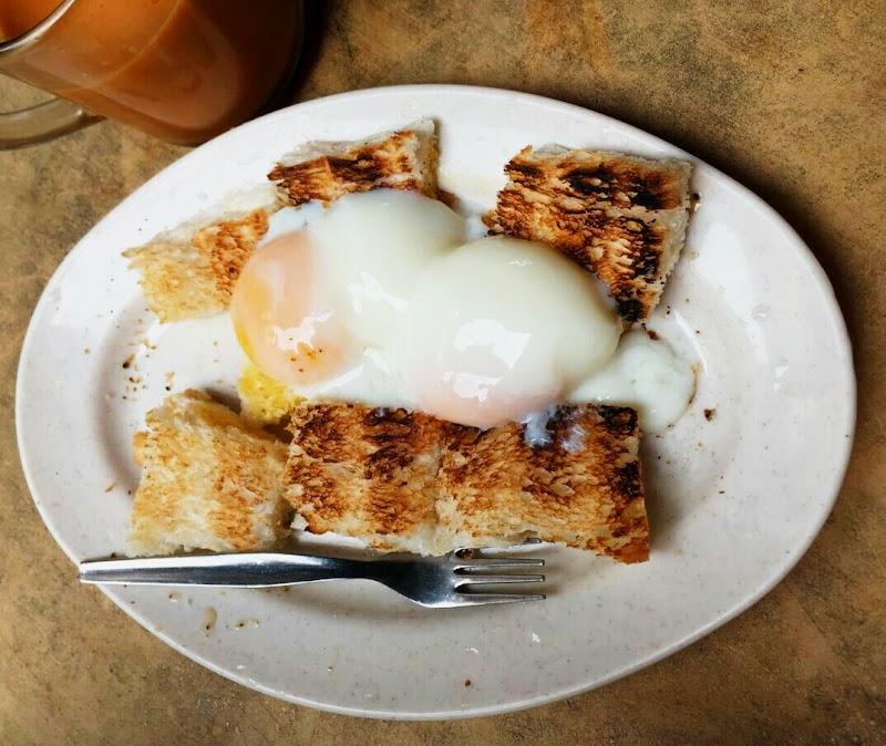 Wordless Wednesday #33 : Roti Bakar Telur Goyang di Transfer Road