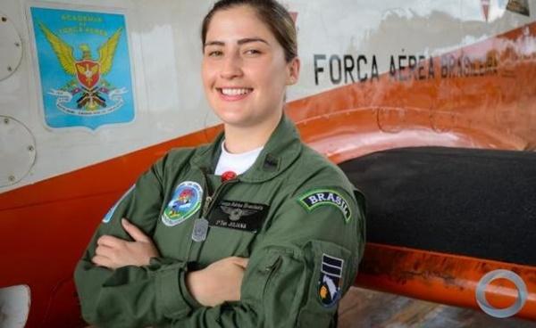AFA tem sua primeira mulher instrutora de voo na aeronave T-27 Tucano