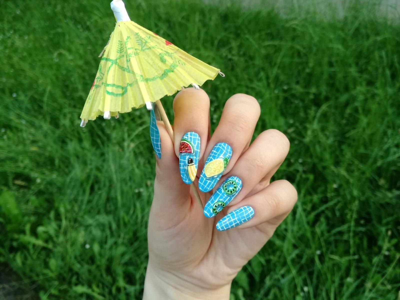 wakacyjne owoce na paznokciach