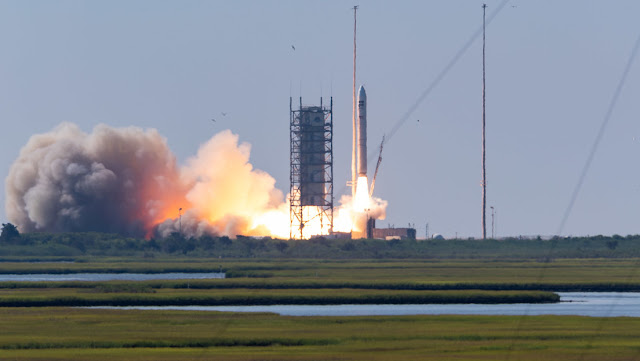 EE.UU. lanza a la órbita cuatro satélites espías en una misión clasificada