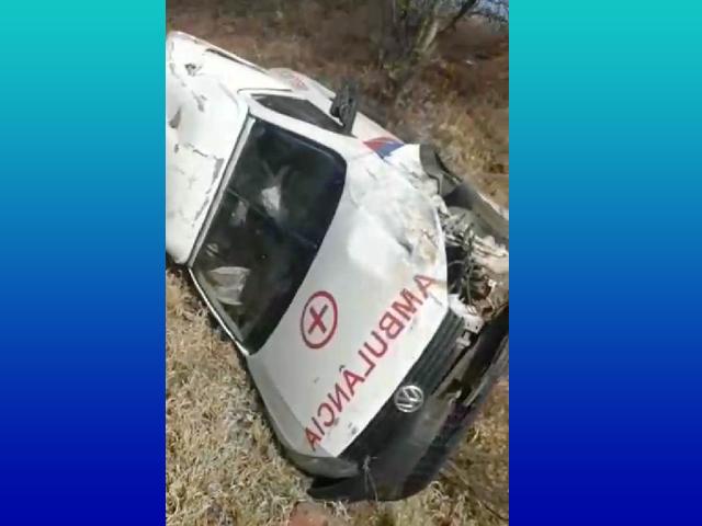 Paciente morre após ambulância capotar na BA-148, entre Livramento e Dom Basílio