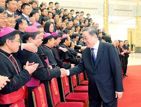 Achinesar a Igreja é submete-la ao governo marxista. Bispos excomungados são até deputados do Partido Comunista.