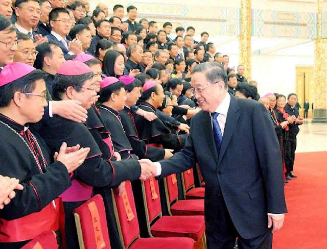 Bispos que aderem à 'Associação Patriótica' são promovidos logo. Até como deputados do Partido Comunista!