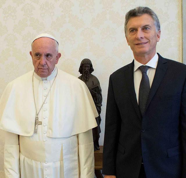 A desigualdade de atitude de Francisco I ao receber o presidente Macri causou péssima impressão