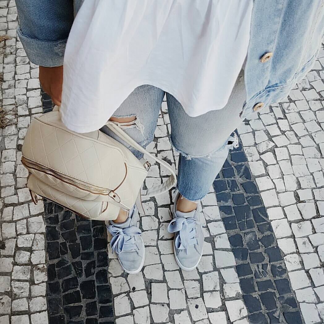 The key to get away with wearing sneakers anywhere is the kind of sneakers you choose to wear. But even then it can be tricky to style sneakers. Queue me. Today I'll share with you a few outfits you can wear and look fancy while being comfortable.