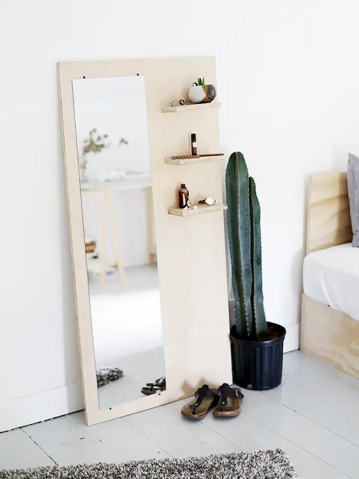 espejo de pie de inspiración escandinava