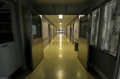 צלחת פטרי להתעללות פיזית, נפשית, ומינית - בית חולים פסיכיאטרי, אילוסטרציה. (צילום: Freaktography, פליקר CC BY-NC-ND 2.0)