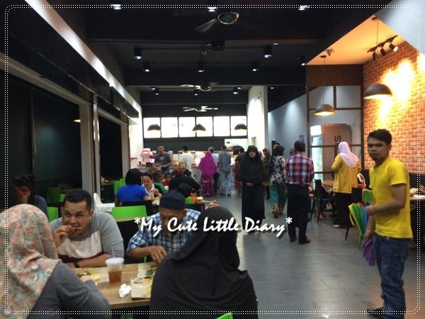 Designnya Wat Macam Makan Kat Fast Food Sbb Cantik Dan Pasti Ada Ekon Sejuk Nyaman Je Nak