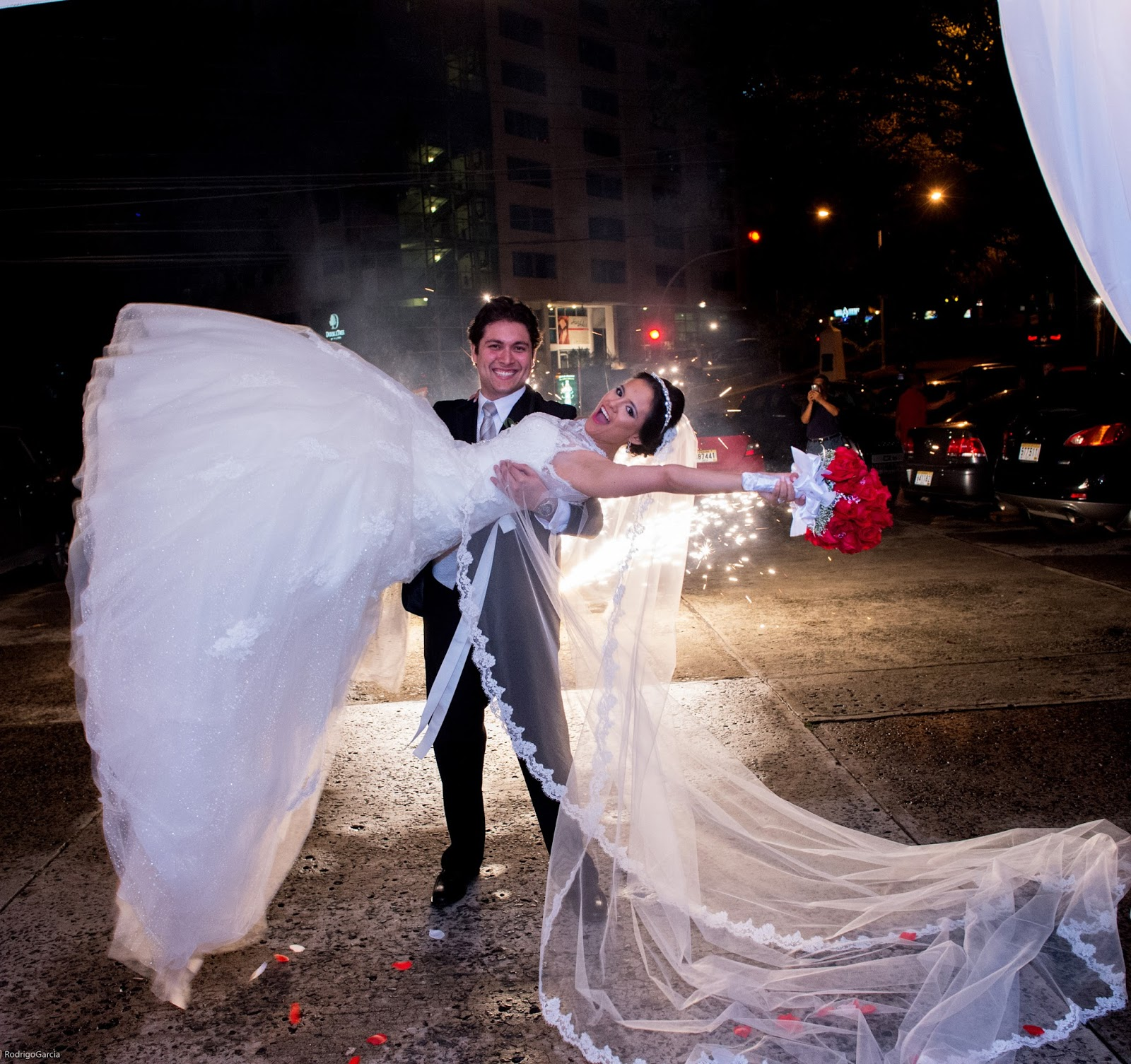 Lovely Wedding Photo idea with Fireworks