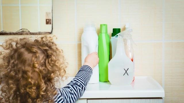 Veszélyt jelenthetnek a gyerekekre a fertőtlenítőszerek - erre kell figyelnie