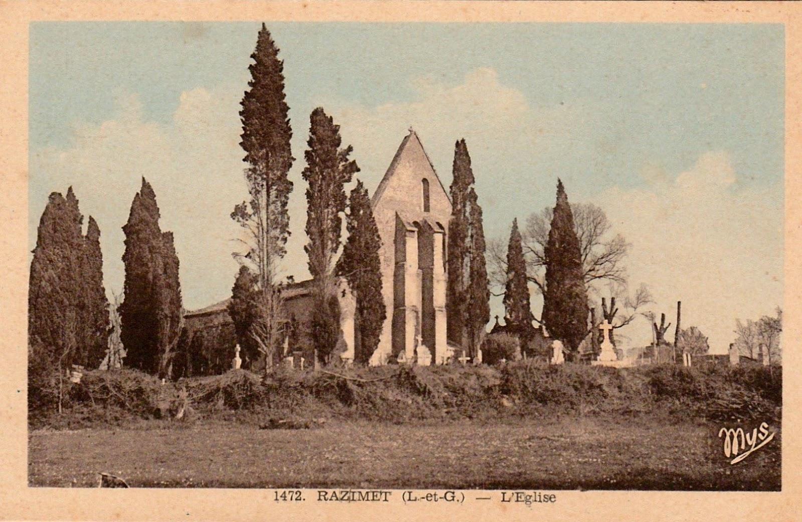 Carte postale ancienne, l'église St Jean-Baptiste et son cimetière aux nombreux cyprès disparus aujourd'hui