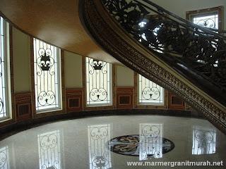 Lantai Marmer dan Tangga