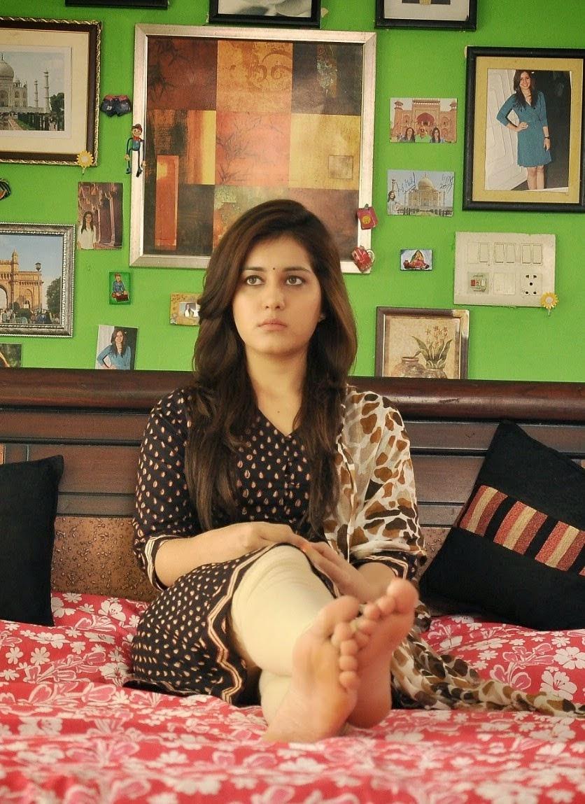Telugu Actress Rashi Khanna Hot Sad Looking Face Closeup Photos