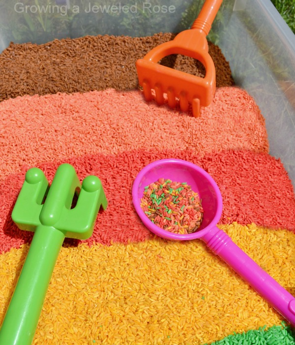 Kids activity: DIY Fall scented rice for play & learning activities {Pumpkin, Apple, Cranberry, Clove, and Coffee rice recipes}