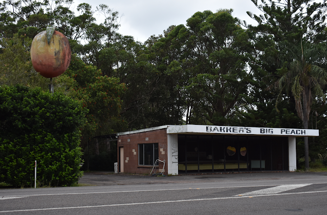 The BIG Peach in Anna Bay   Australian BIG Things