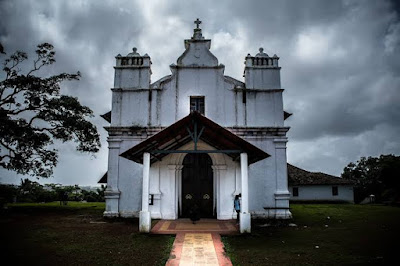 top five horror place in india के लिस्ट में तीसरा है गोवा का थ्री किंग्स चर्च . पहरी के ऊपर बने इस चर्च के बारे में लोगो का कहना है की यह पे तिन राजाओ का आत्मा भटकता रहता है .डरा साल बात यह है की अज से बहुत साल पहले यह पे तिन पुर्तोगल रजा रहा करता थे जो की हमेसा लड़ाई करते  थे .