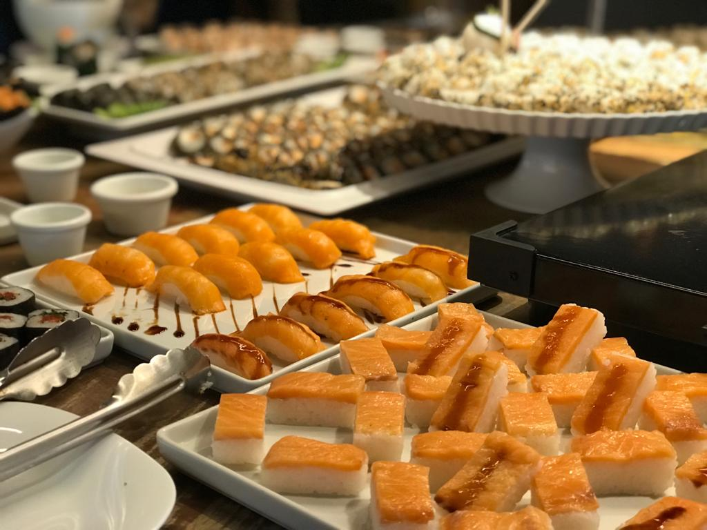Brazolia inaugura buffet aos domingos, com roda de samba, contação de histórias para as crianças, carnes nobres e variedade de sushi