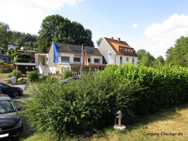 Hauptgebäude des Campingplatz Seeblick an der Listertalsperre