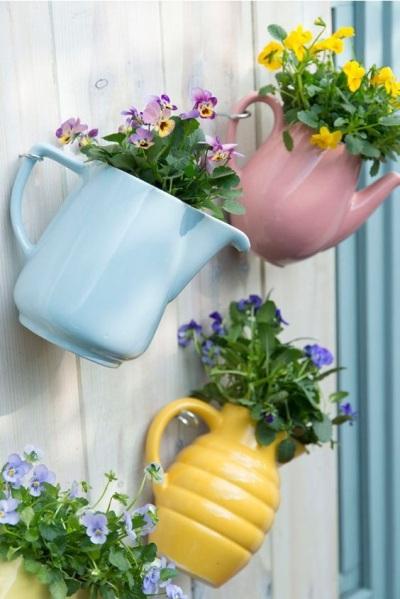 Beragam jenis teko jadi vas bunga hias.