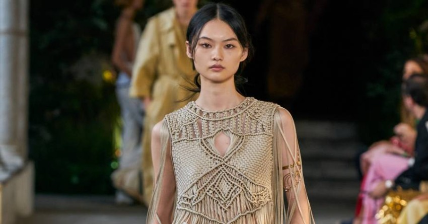 Alberta Ferretti brings macrame and crochet back to Milan Fashion Week Despite working on the classic pre-Coronavirus style, Italian designer Alberta Ferretti was keen to bring more practical fashion to the market, to meet its needs as women crave comfortable fashion after all they have been through.