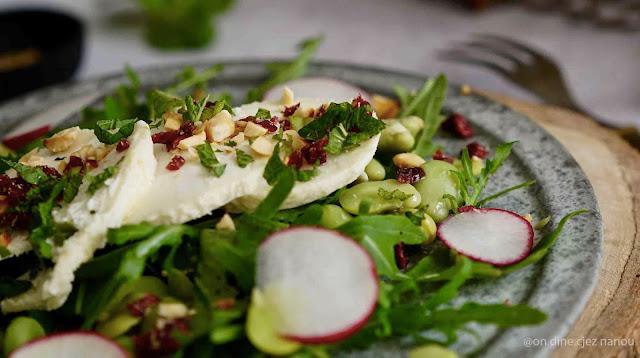 crottin de chèvre , Rians , salade composée , noisettes , cranberries