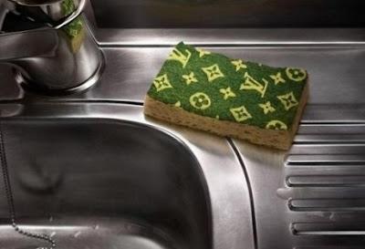 Απολυμάνετε το σφουγγάρι πιάτων