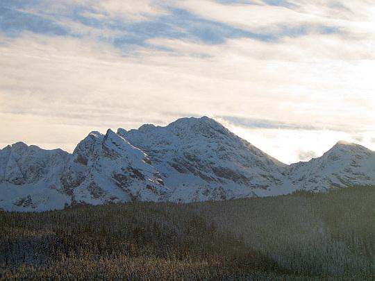 W centralnej części zdjęcia widać Świnicę (2301 m n.p.m.).