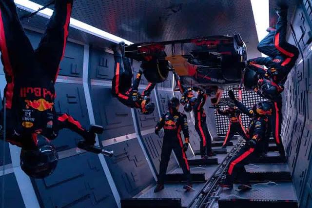 ريد بُل أوّل فريق يكمل وقفة صيانة في بيئة منعدمة الجاذبية