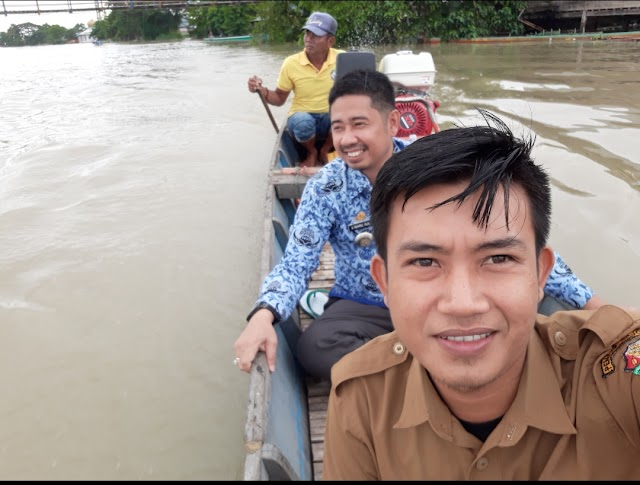 Camat Tempe Tinjau Ujian Kenaikan Kelas di Daerah Banjir