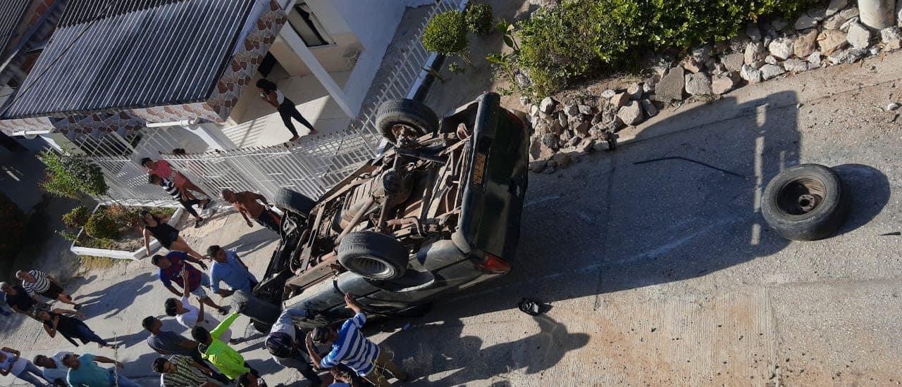 FOTOS: Aparatoso accidente de camioneta, en Usiacuri.