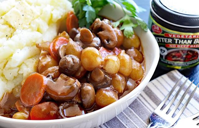 Vegan Mushroom Bourguignon with Potato Cauliflower Mash #vegetarian #dinner