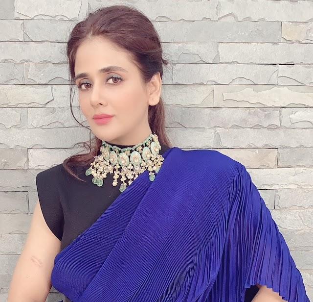 Parul Yadav looking ravishing in a Royal blue and emerald green saree by Sobariko