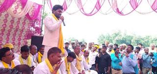 FB_IMG_1568465281507 विशाल सभा मे उपस्थित लोगों को माननीय पूर्व कैबिनेट मंत्री श्री ओमप्रकाश राजभर जी के विचारों को बताते हुए