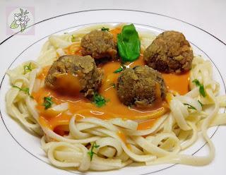 Espaguetis con Albóndigas de Champiñones Veganas.
