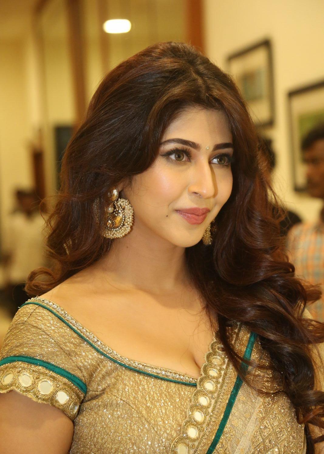 Sonarika Bhadoria Looks Irresistibly Sexy In Saree At -5812