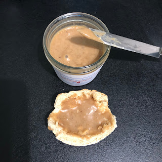 Tartine à la Pâte à tartiner aux biscuits Belvita petit-déjeuner goût noisette et chocolat de LU