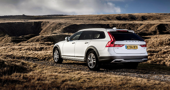 Volvo V90 Cross Country rear view