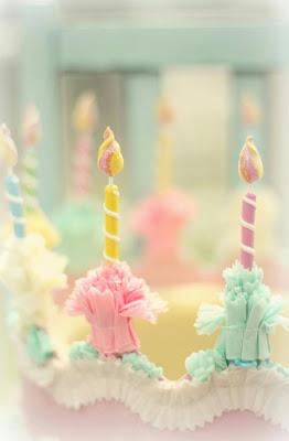 gateau-anniversaire-bougies-pastel