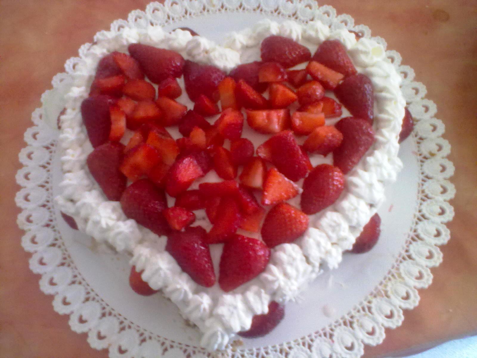 Torta A Cuore Con Fragole E Panna Pomodori Verdi Fritti