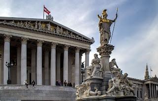 النمسا,انطلاق,التحقيقات,في,الفضيحة,السياسية,التي,هزت,البلاد
