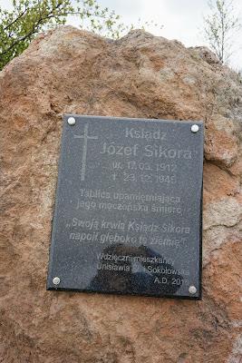 Między Unisławiem a Sokołowskiem: tablica poświęcona pamięci ks. Józefa Sikory