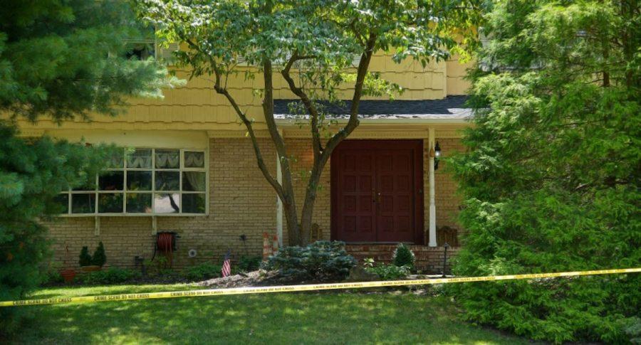 Disfrazado de #FedEx asesina al hijo y hiere al marido de la juez que investigaría caso #Epstein y sus cuentasen el Deutsche Bank