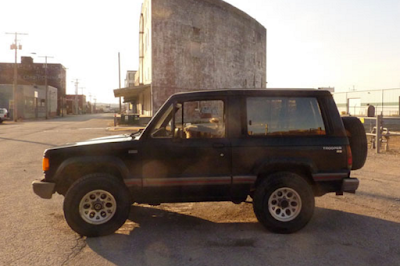 Eksterior Chevrolet Trooper SWB 3 Pintu Tampak Samping