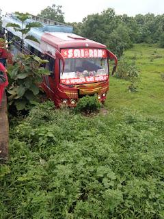 अमरवाड़ा से छिंदवाड़ा जा रही बस पुलिया में घुसी