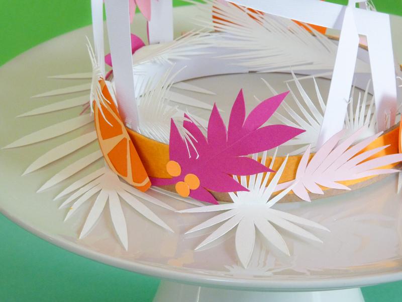 Voici ma première création en papier d'une couronne de l'Avent avec ses quartes oiseaux en papier. Orange, bâton de cannelle, feuilles de houx, tout est réalisé en papier découpé par mes soins