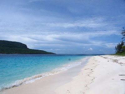 Spiagge deserte a Tiomr Est