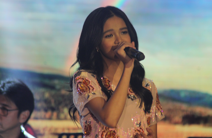 FIRST IDOL PHILIPPINE? Zephanie Dimaranan earns standing ovation