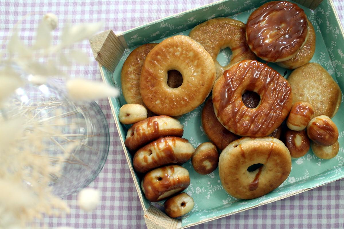 Doughnuts rellenos de caramelo salado